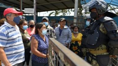 En la cárcel de Guayaquil hubo una pelea de presos con varios de ellos decapitados y mutilados, en la peor tragedia de la violenta historia penitenciaria del país.
