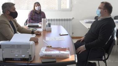 El ministro Hermida también entregó un subsidio del programa Raíces.