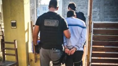 El individuo tiene 25 años y fue detenido a pedido de la Fiscalía local.
