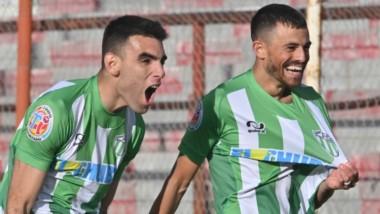 Darío Pellejero , figura en la jornada de ayer, festeja tras convertir el segundo gol de Germinal.