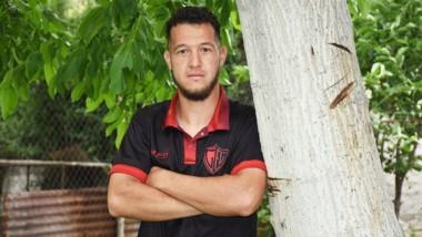 Axel Pugh, lateral por derecha de Gaiman FC en el Clasificatorio Patagónico, lucha por conseguir trabajo.