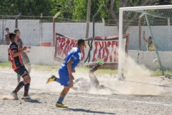 Definición del jugador de Roca, que pasó a la siguiente fase. (Foto: Mariano Di Giusto/Jornada).