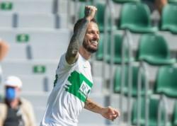 Benedetto marca su primer gol en España y le da un respiro al Elche.