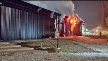 Las llamas devoraron las futuras oficinas de Turismo de El Bolsón. El hecho se presume que fue intencional