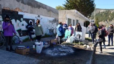 Decididas. Aunque abandonaron el edificio del Instituto Provincial de las viviendas, las mujeres siguen exigiendo que se revea el sorteo.