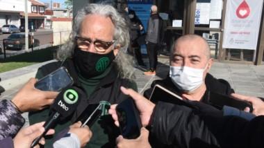 Roberto Cabeda y Julio Belascuen, los líderes gremiales que encabezan el reclamo en Puerto Madryn.