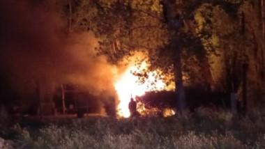 Las llamas se esparcieron por toda la vivienda que tuvo un gran daño.