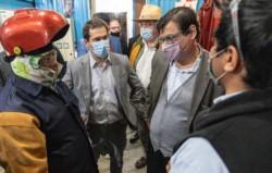 En la ferretería. El ministro visitó un sector industrial y luego tuvo un encuentro con los gremialistas.