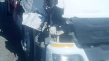 Pese a los importantes daños, los conductores resultaron ilesos.