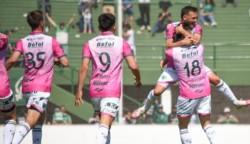 Defensa y Justicia sorprendió hoy a Argentinos Juniors al vencerlo por 2-0 en el partido que marcó el regreso de los hinchas locales al estadio Diego Maradona de La Paternal, jugado por la 15ta. fecha