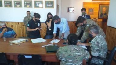 Personal de la Fiscalía y la Policía del Chubut realizaron el procedimiento en instalaciones militares.