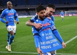 Insigne anotó de penal en el Stadio Diego Armando Maradona y se lo dedicó a su esposa, Genoveffa Darone.