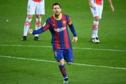 Messi convirtió dos golazos y encaminó la victoria del Barcelona.