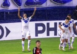 Con solitario gol de Juan-Martin Lucero, el Fortín sumó sus primeros tres puntos en el comienzo de la Copa de la Liga Profesional.