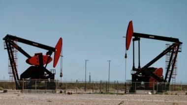 Suba de la cotización. El barril de petróleo cotizó por encima de los U$S 60 dólares esta semana y podría hacer que vuelva el esquema de retenciones fijas al 8%.