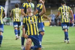 Luca Martínez Dupuy, delantero mexicano de 19 años, metió su 1° gol en Primera con Rosario Central ante Argentinos y se lo dedicó a su abuela.