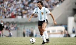 Crack absoluto, ídolo de River y campeón mundial con la Selección Argentina; así como también un futbolista comprometido con los derechos humanos.