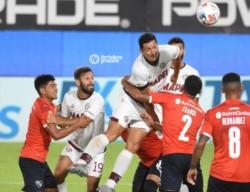 Lanús ganó en el Libertadores de América con gol de cabeza de Guillermo Burdisso, cumpliendo con la ley del ex.