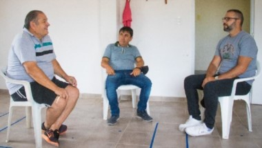 Trío. Lencina (izquierda), Lincheo y Petrakosky durante el encuentro para definir alguna solución.