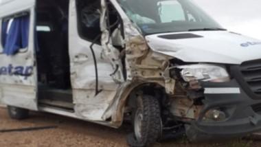 Un vehículo de transporte chocó con un camión de combustibles