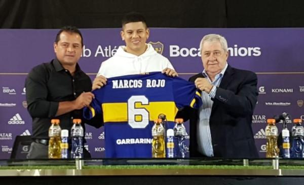 Marcos Rojo posa con la camiseta de Boca con el dorsal Nro. 6.