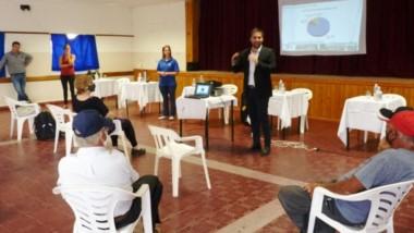 Explicaciones. El ministro Cavaco durante la presentación del flamante esquema.