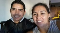 Alvarado junto a su hermana. Se suicidó tres meses después de la violación.