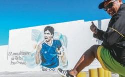 Los simpatizantes de Diego Maradona se tatuaron el número diez en sus respectivos tobillos izquierdos.