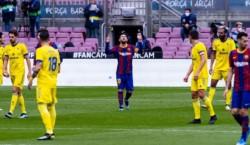 El equipo de Koeman quedó a 8 puntos de la punta. Messi, autor del gol (de penal) y récord de presencias en La Liga (506).