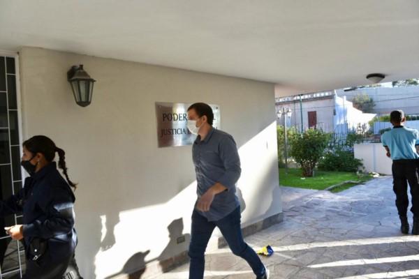 Nicolás Suganuma llegando a la Oficina Judicial de Rawson.