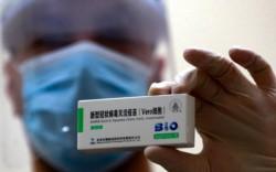 El casi millón de dosis que llegarán de China se usarán para vacunar a los docentes del país.