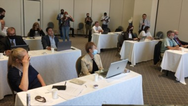 Decisiones. Una postal de la discusión de los consejeros en una extensa sesión en Comodoro Rivadavia.