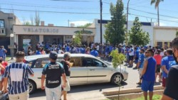 Una multitud de hinchas del Tomba le dio el último adiós al Morro García.