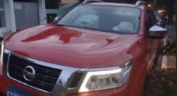 Soledad Delacamara, apuntó en el video, que duró unos 10 segundos, contra la pareja que se encontraba dentro de la camioneta roja.