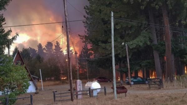 La intensidad de los vientos hizo que las llamas pasaran de una localidad a otra en la Comarca Andina.