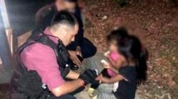 La mayor de las niñas le contó a los policías que la mujer era su madre, y quien en ese momento dijo que no podía hacerse cargo de las pequeñas y que había decidido abandonarlas.