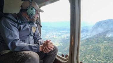El ministro de Ambiente de la Nación, Juan Cabandié , recorrió desde el aire la zona de los incendios para evaluar los daños y las pérdidas.