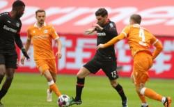 Lucas Alario entró para jugar el segundo tiempo y Exequiel Palacios se quedó en el banco.