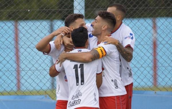 Facundo Bruera convirtió el único gol del encuentro. (Foto: Prensa Brown de Adrogué).