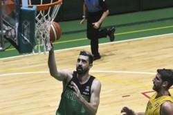 Sebastián Vega, recuperado de su lesión, tuvo minutos en el Verde chubutense.