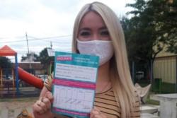Stefanía Desirée Purita Díaz, fue echada como becaria luego de publicar una foto con su comprobante de vacunación. Tiene 18 años..