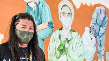 El mural lo pintó el artista Claudio Segundo.