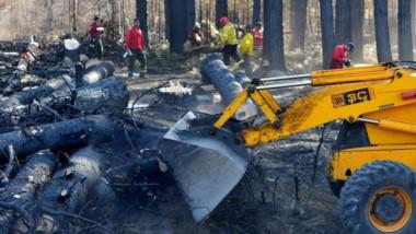 Continúan las tareas en las zonas de los incendios de la Comarca para sofocar las zonas activas.