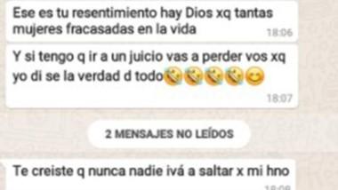 La copia de los mensajes de texto y las amenazas que le enviaron