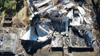 Destrucción total. los restos de la Posada de Olaf en Lago Puelo, luego del paso de los incendios.