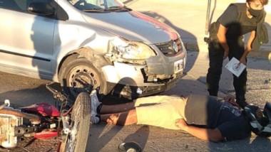 El motociclista tuvo que ser derivado en ambulancia con dolores.
