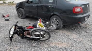 El siniestro vial ocurrió ayer en las calles Los Robles y Los Sauces.