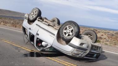 La camioneta quedó en medio de la ruta, por lo que hubo que montar un dispositivo de seguridad vial.