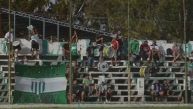 """Fugellie convierte el segundo gol de Germinal durante la tarde de ayer. Hubo triunfo del """"Verde"""" por 3-2."""