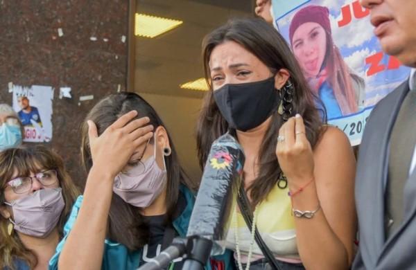 Mailín Gobbo llora de bronca tras el anuncio de la absolución.
